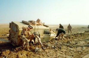 A mired Land Rover of the 1st Armoured Division being extracted during the Gulf War.